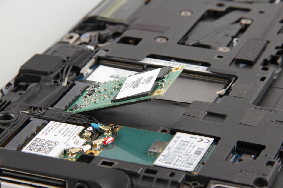 HP EliteBook Revolve 810 G1 disassembly and SSD, RAM upgrade options