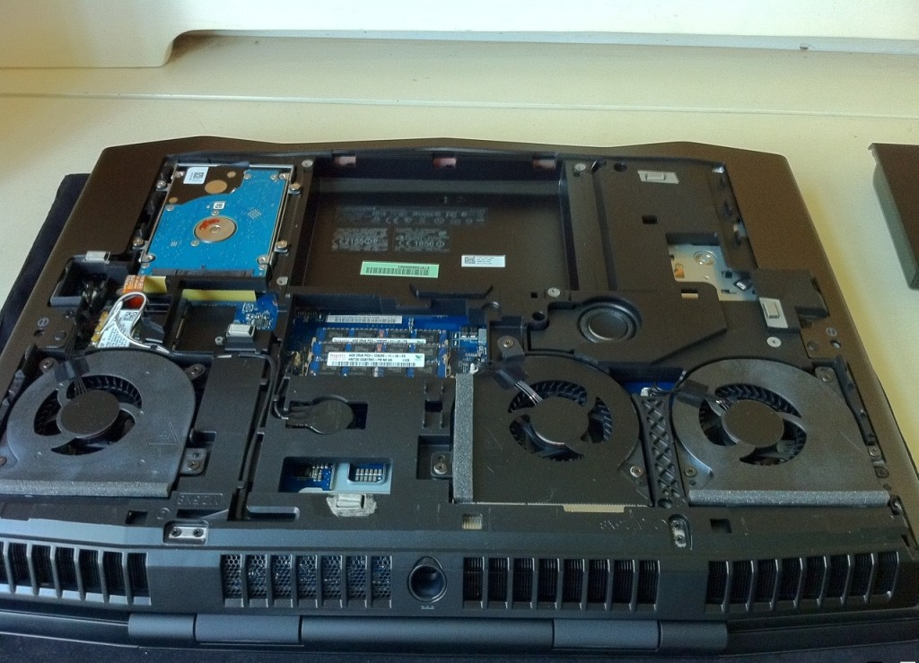 Dell-Alienware-M18x-Disassembly-4