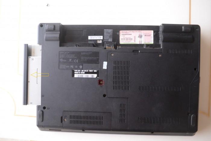 Lenovo-ThinkPad-Edge-E40-Remove-DVD-Drive-3