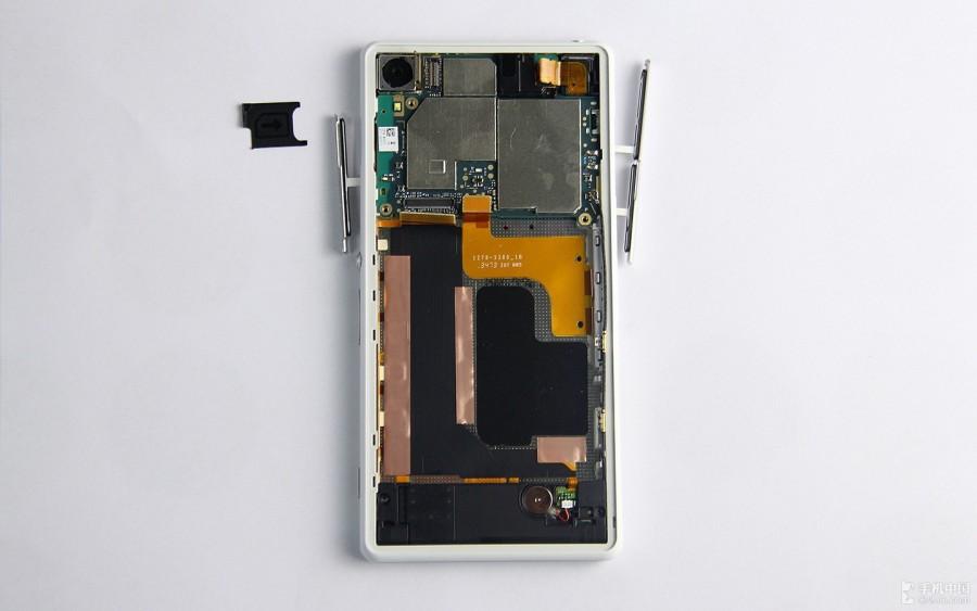 Sony-Xperia-Z2-Disassembly-12