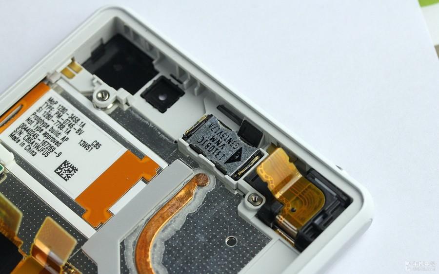 Sony-Xperia-Z2-Disassembly-16