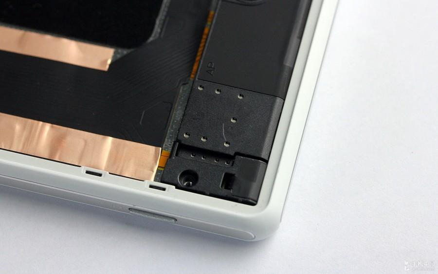 Sony-Xperia-Z2-Disassembly-18