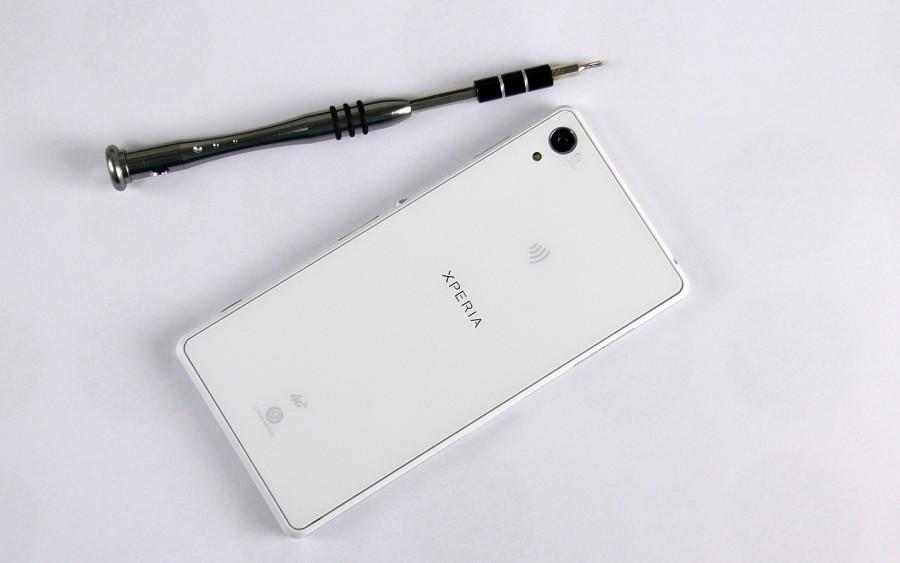 Sony-Xperia-Z2-Disassembly-2