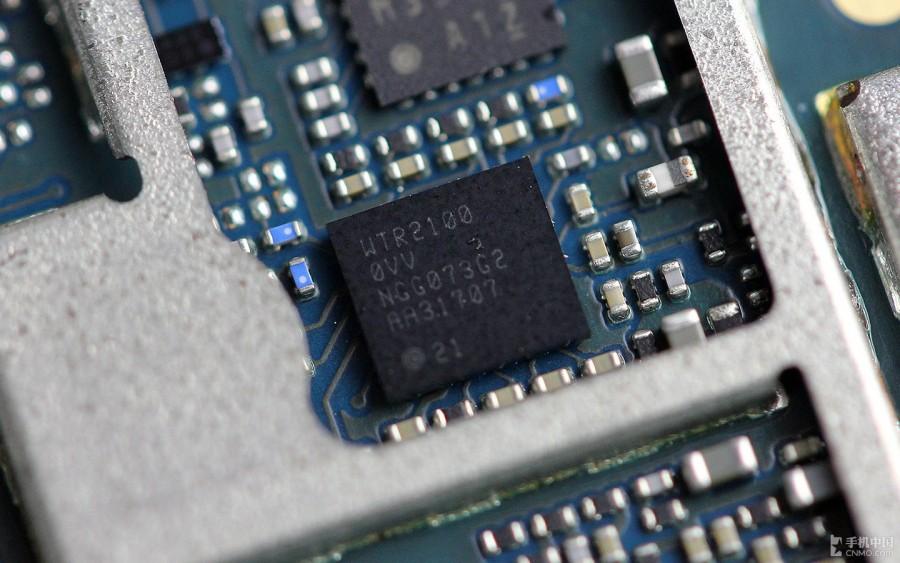Sony-Xperia-Z2-Disassembly-33