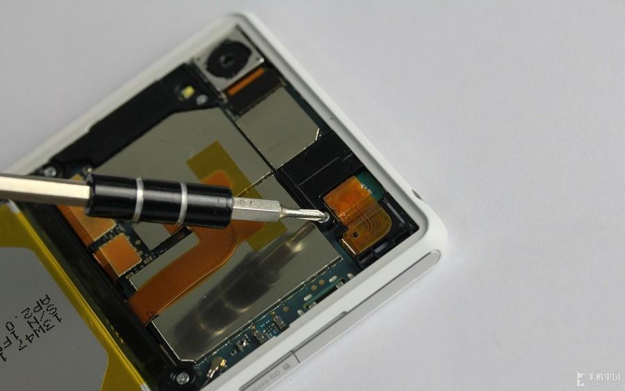 Sony-Xperia-Z2-Disassembly-9