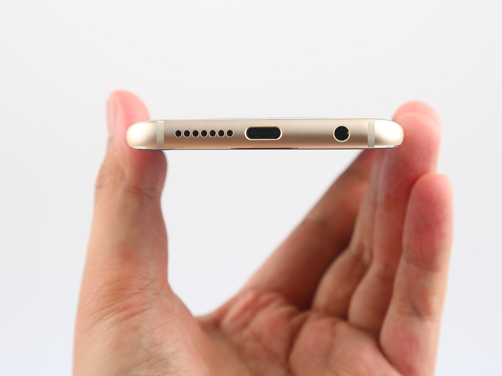 There Are Only Speaker Grille 35mm Headphone Jack And USB Type C Port At The Bottom