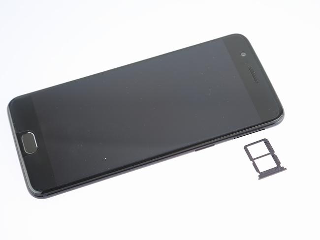 OnePlus 5 SIM card tray