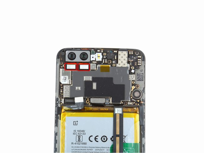 Disconnect OnePlus 5 camera connector