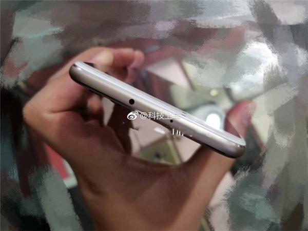 Huawei P11 Plus top