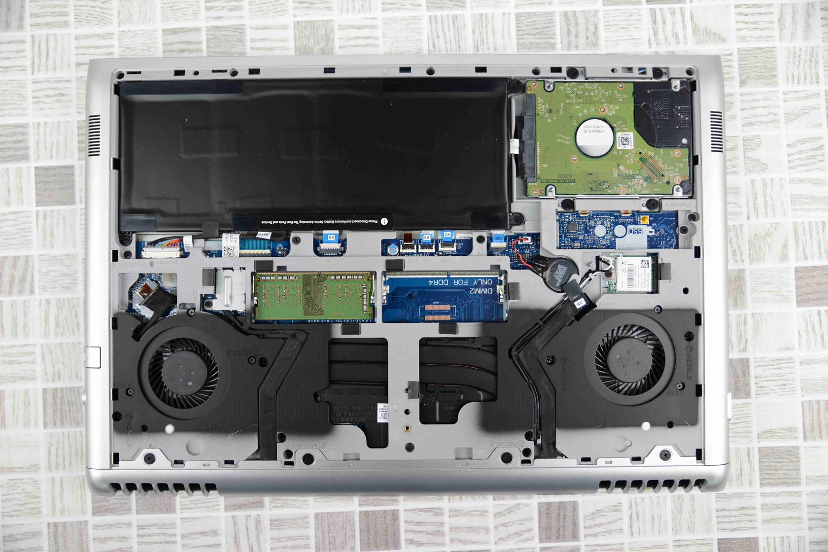 Dell Vostro 15 7570 internal picture