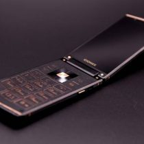 Gionee W919 flagship clamshell live image leaked with dual screens and real leather