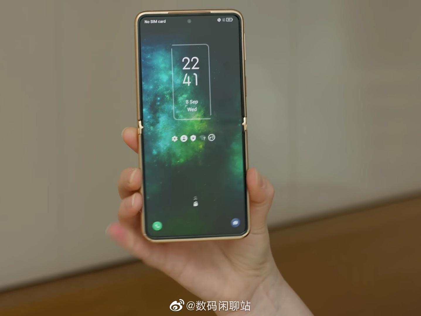 TCL Foldable Phone (2)